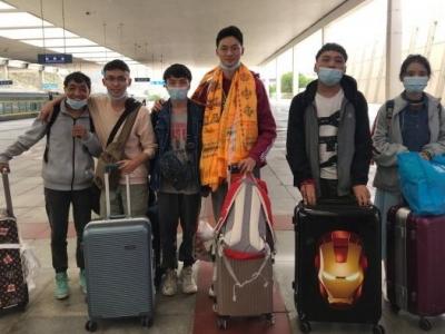 """音乐鉴赏课教师、""""青年突击队""""志愿者、学校西藏生的管理员……预备党员教师一肩挑数职投身战疫"""