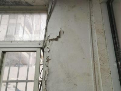 """楼上渗漏致楼下商铺""""晴天下雨"""" ,多部门联动有了解决方案"""